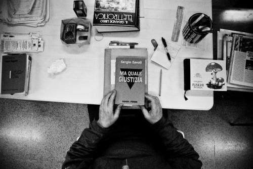 (OPG di Reggio Emilia, libreria. © Roberto Boccaccino / Grazia Neri)