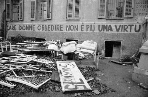 Butturini, Trieste 1973-1977, I Padiglioni si svuotano - graffiti delle femministe e letti dei reparti chiusi buttati via - San Giovanni