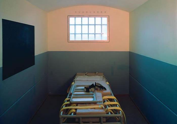 La morte di un maestro anarchico legato ad un letto di un - Cintura di contenzione letto ...